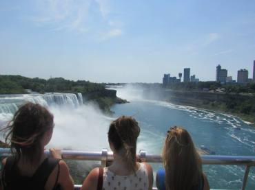 NIAGARA FALLS: over looking the water fall
